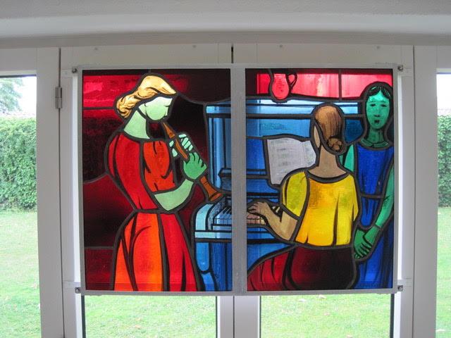 """Haus 8: Musizierende 2 Frauen und 1 Kind"""" von Jacques Dublin"""