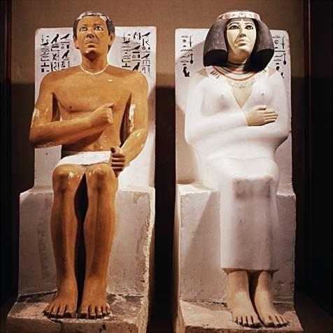 Les statues du prince Rahotep et de sa femme Nofret.