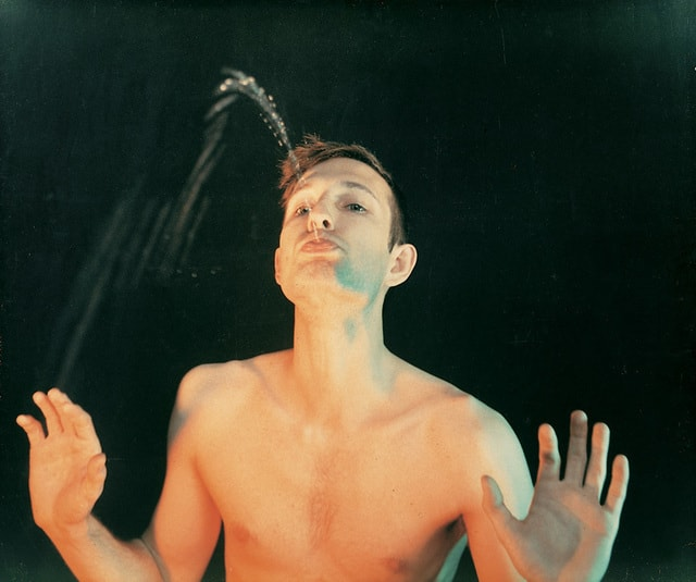 Bruce Nauman - Self portrait as a fountain - 1966