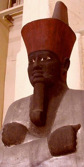 La statue osirisienne du Pharaon Nebhepetrê Mentouhotep II