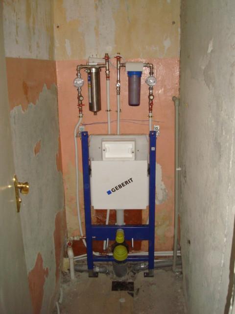 установка инсталляции для унитаза