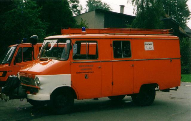 """Opel Blitz LF8: Das Fahrzeug wurde im Jahr 1986 von der FFW Helmbrechts übernommen und war bis 1992 im Dienst bei der FFW Kleinschwarzenbach. Auch dort lernte man das """"Entla"""" lieben und verabschiedete sich schweren Herzens davon."""