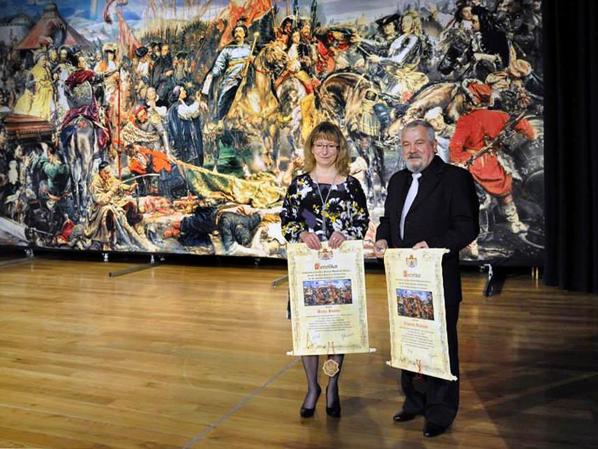 Beata Bomba und Zbigniew Majewski bei der Enthüllung des Bildes in Krapkowice. Foto: Jan Bomba