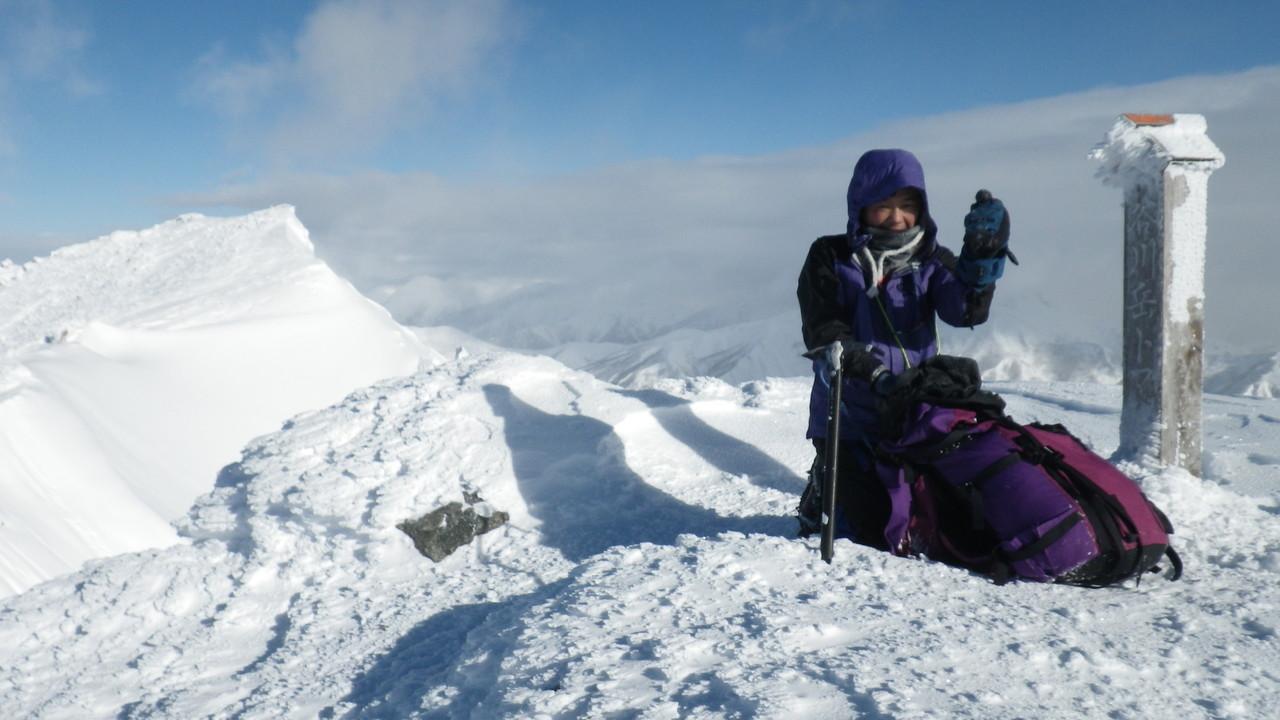 山頂に着く頃には快晴。とても寒い!