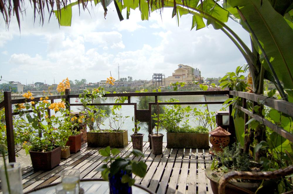川沿いの景色を堪能しつつ、美味しくコーヒーを頂きました。