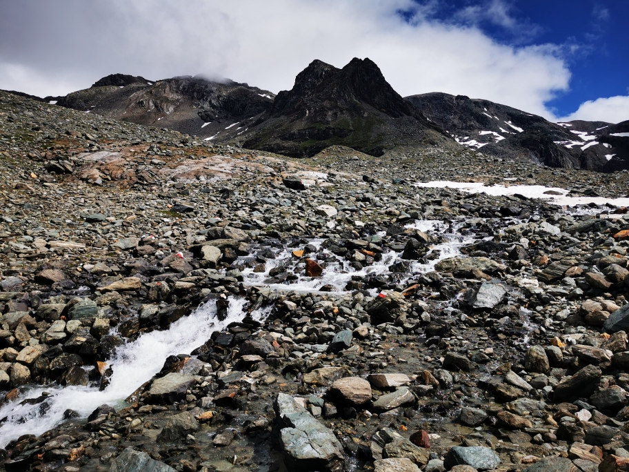 Aufstieg Richtung 3.024m hohe Seewandspitze (Bildmitte)
