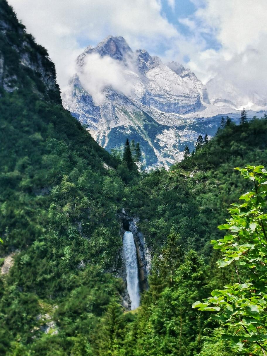 Schöner Wasserfall kurz vor der Hütte