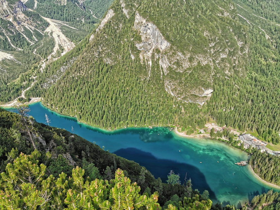 500 Höhenmeter unter uns liegt der Pragser Wildsee