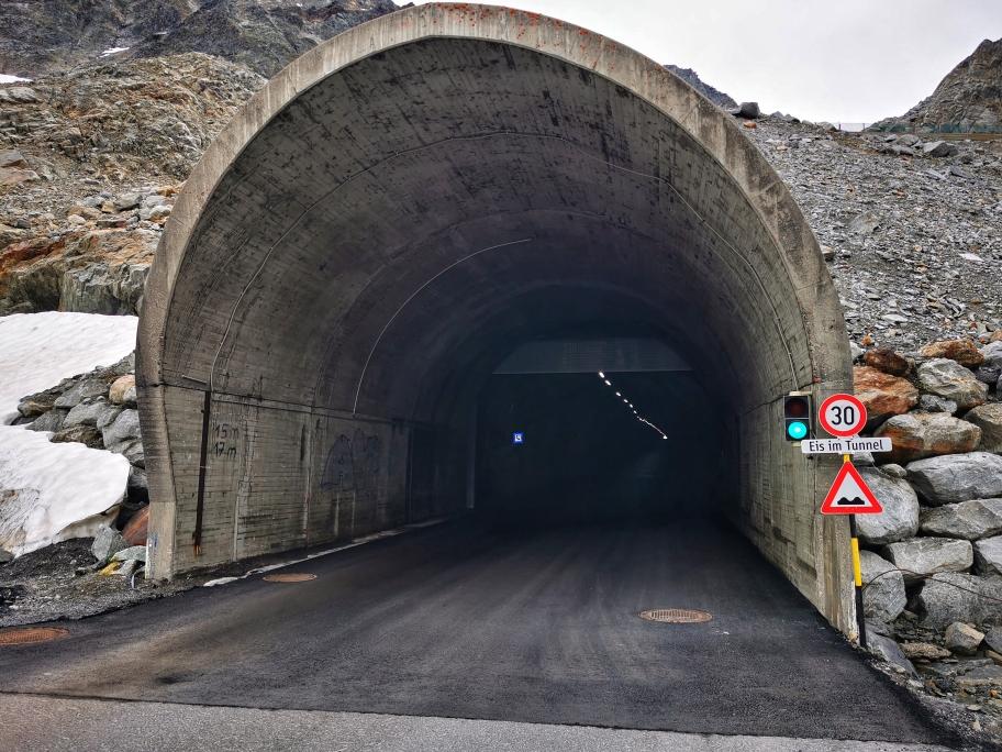 Am Eingang des Tunnels