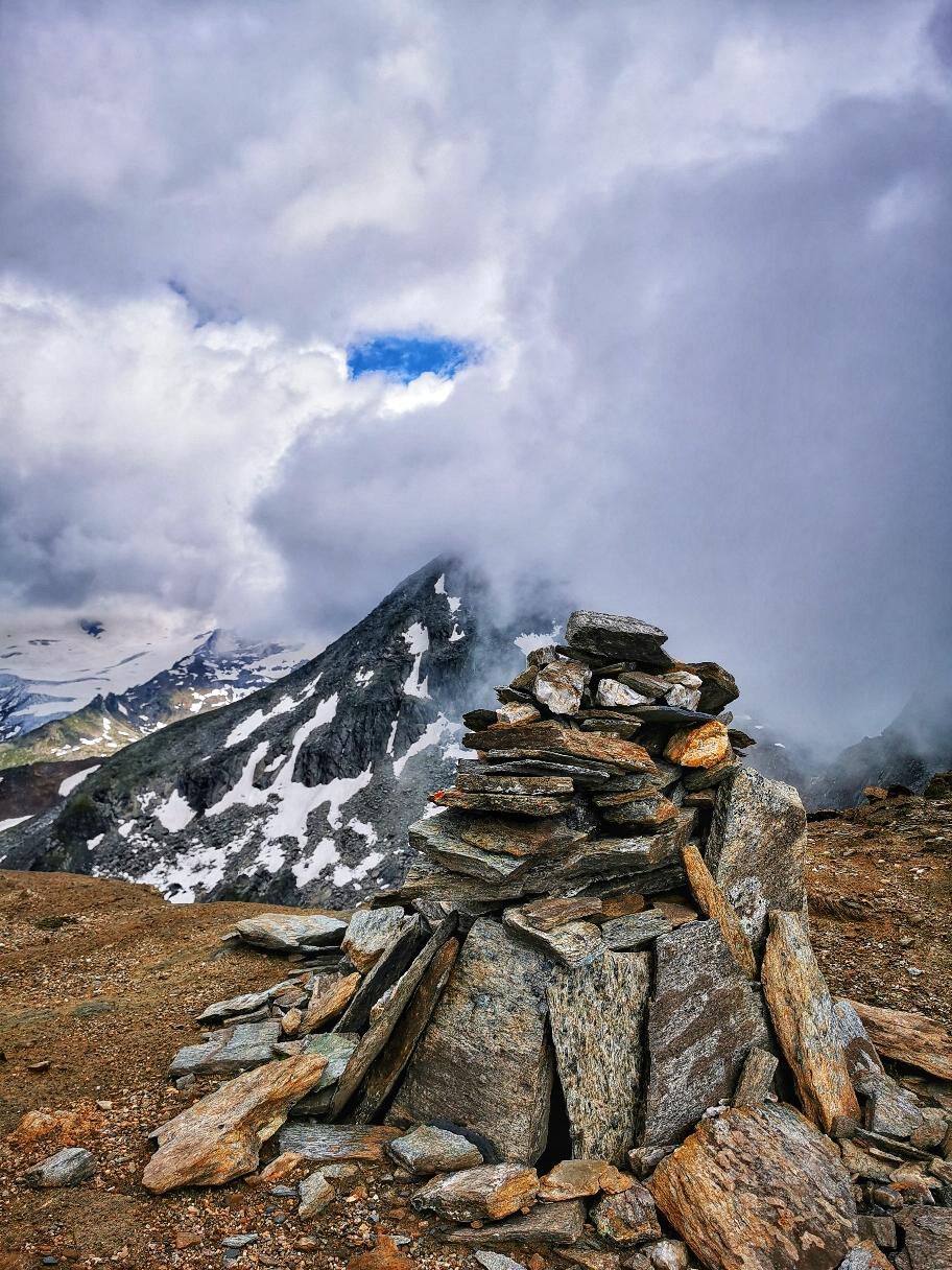 Am bescheidenen Gipfel des Schernerskopf