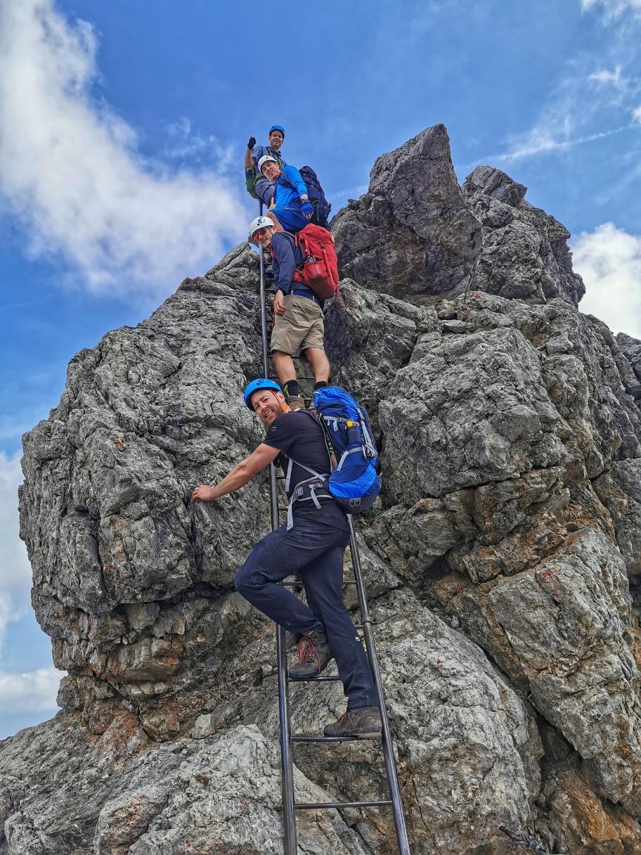 Wenige Meter trennen uns vom Gipfel
