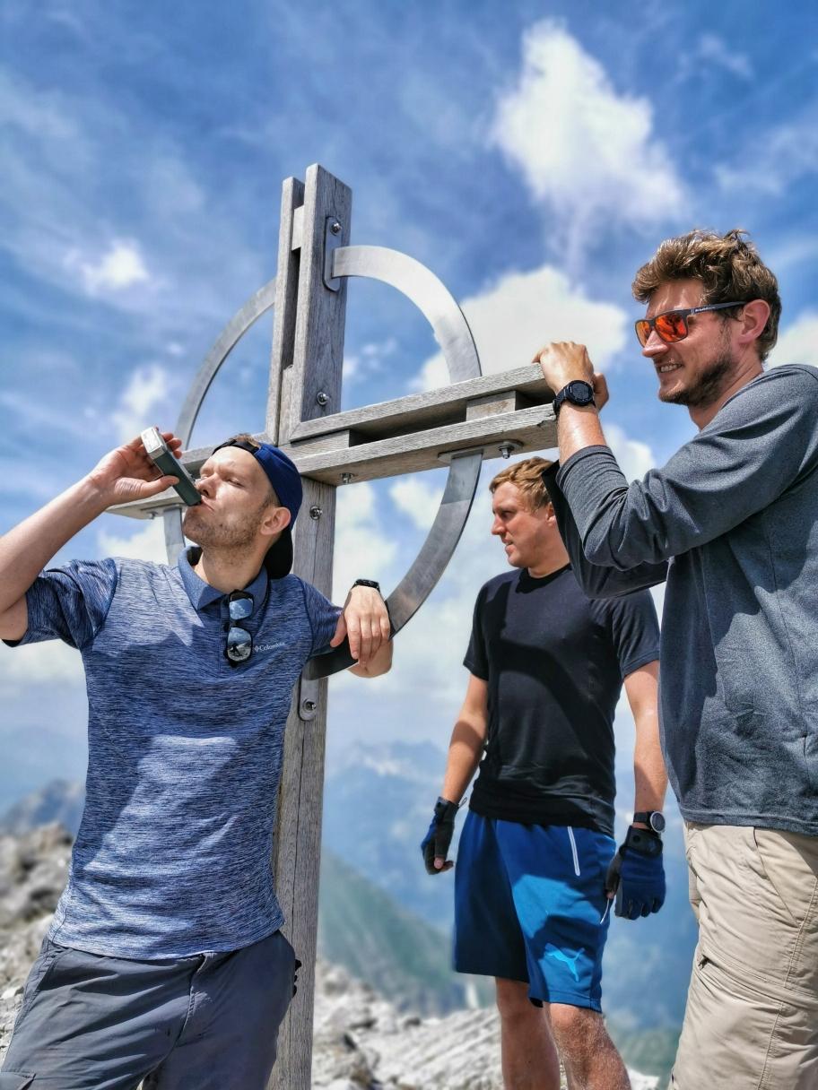 Nach 4 Gipfeln kann man sich auch mal einen Schnaps gönnen 😄