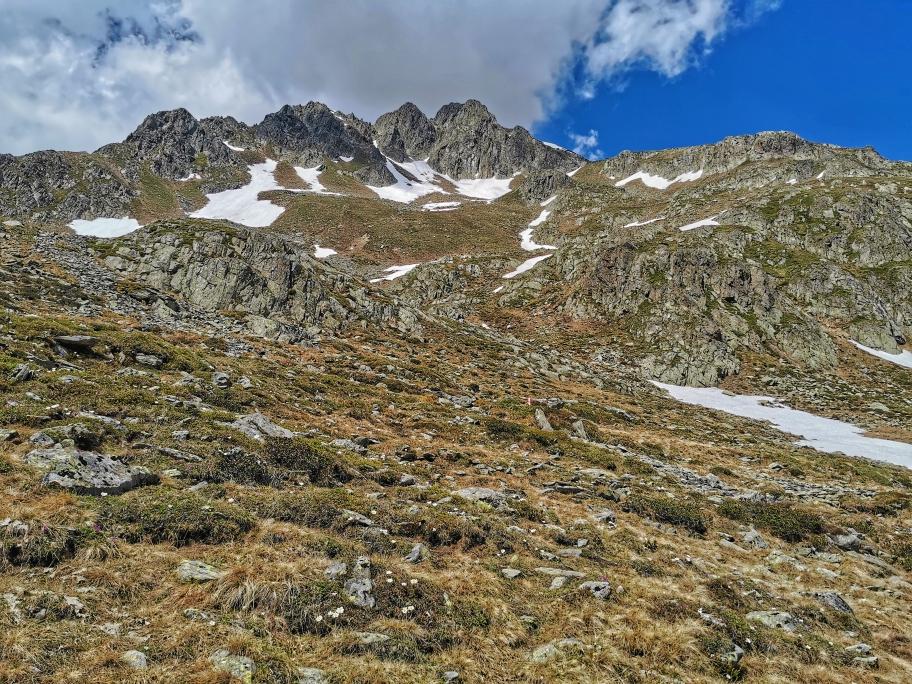 Selbst von hier fast unerreichbar weit entfernt: der Gipfel des Defregger Pfannhorn