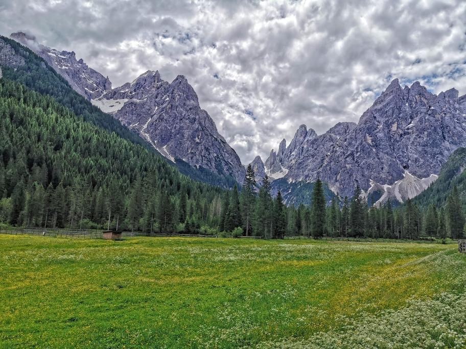 Ein letzter Blick zurück auf Haunold und Dreischusterspitze