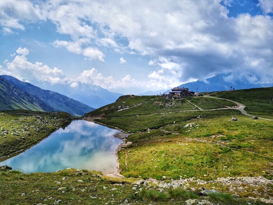 Das Tagesziel: Rifugio Angelino Bozzi (2.478m)