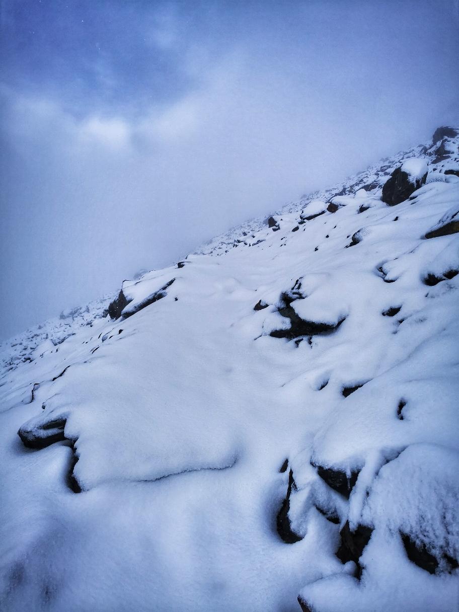 Ab 2.600m ist die Schneedecke geschlossen