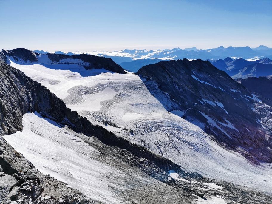 Gletscher soweit das Auge reicht, links der Hohe Weißzint 3.463m