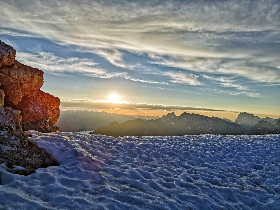 Die Sonne steht beim Abstieg mittlerweile schon recht hoch am Himmel