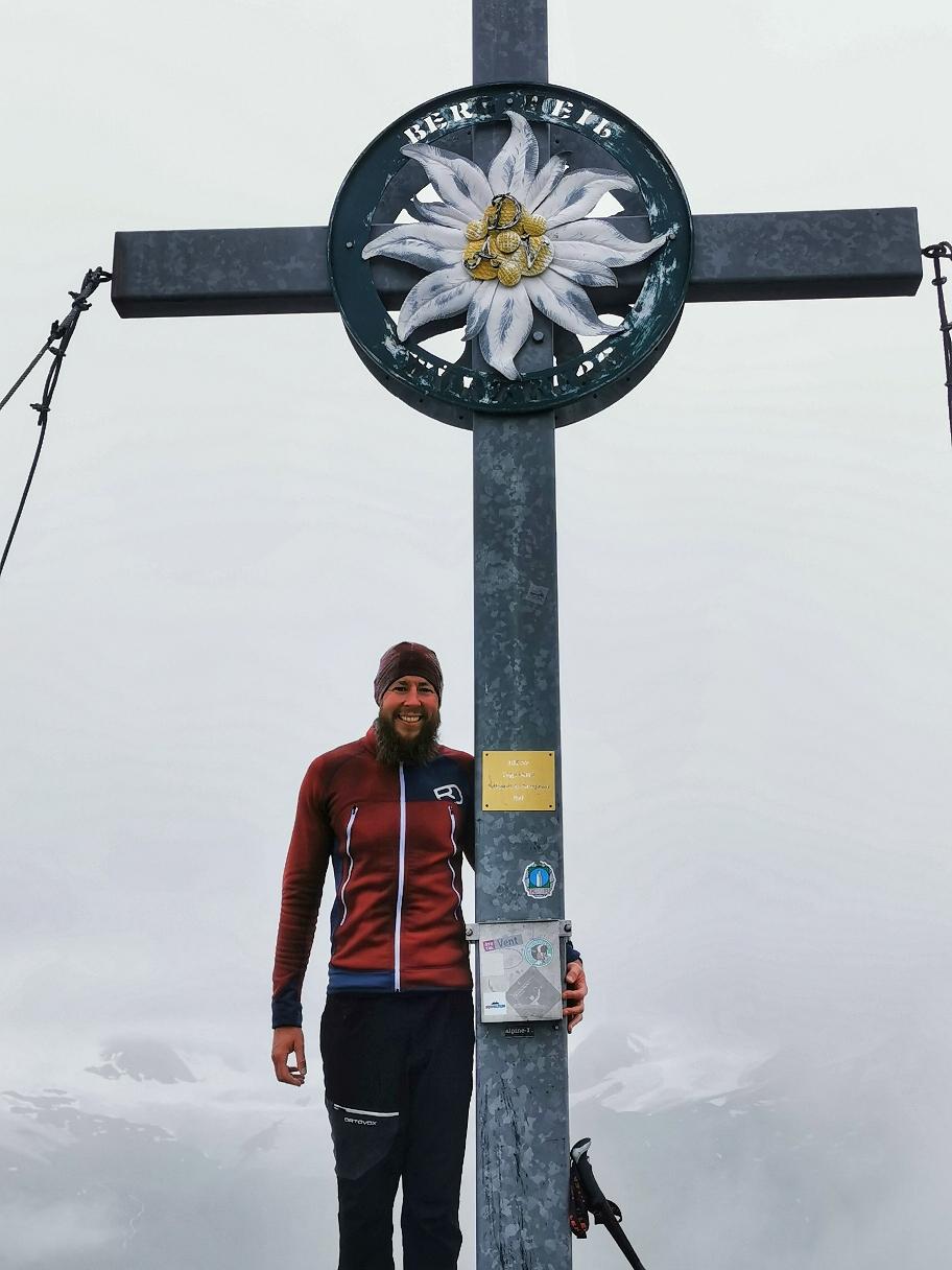 Am Gipfel der Mittleren Guslarspitze auf 3.128m