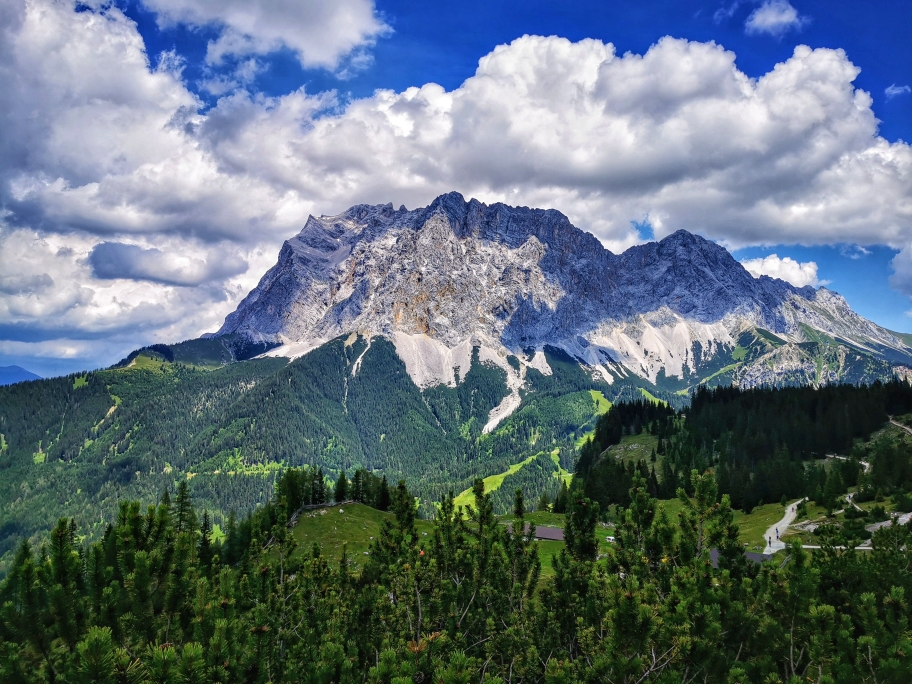 Immer wieder tolle Ausblicke auf die Zugspitze