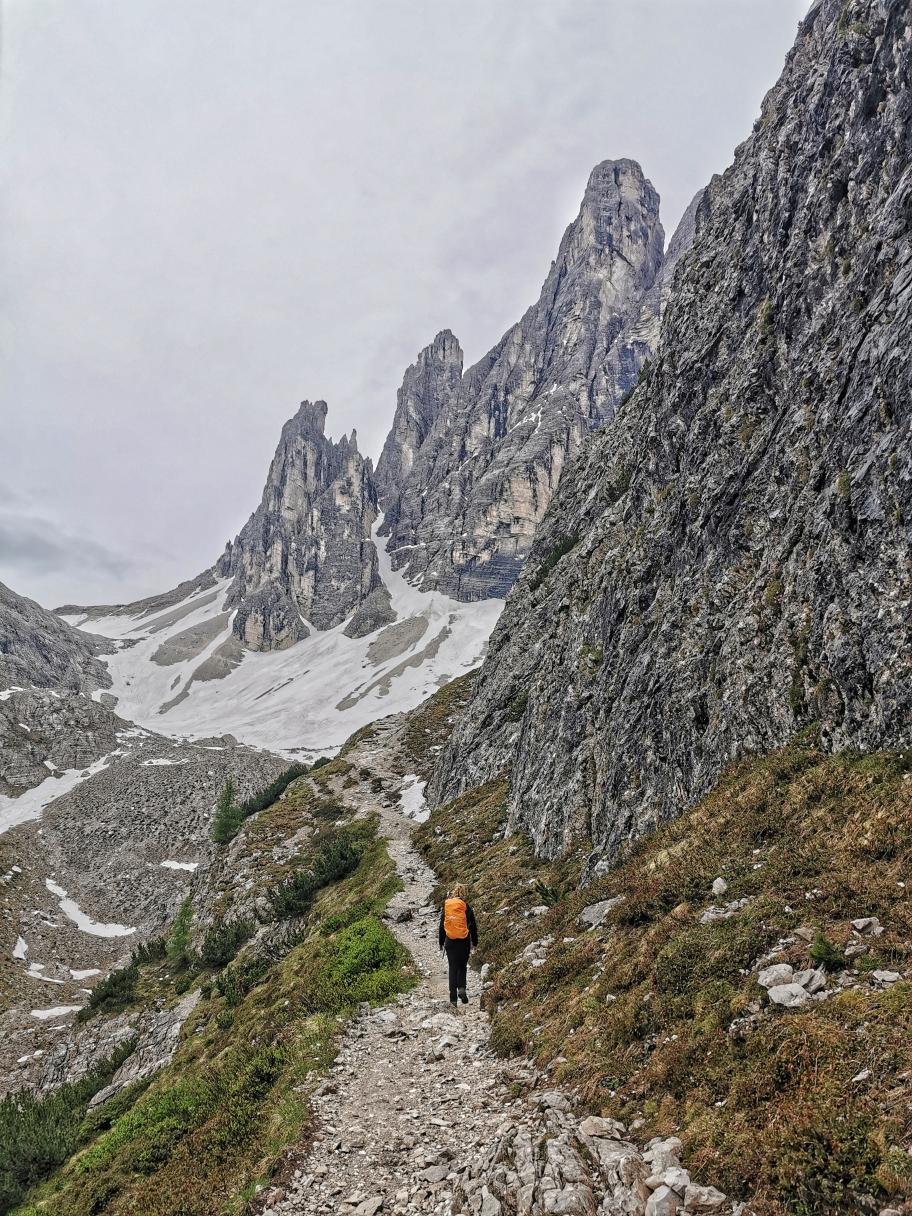 Kurz vor der Szigmondyhütte, voraus die Spitze des Zwölferkofel 3.094m