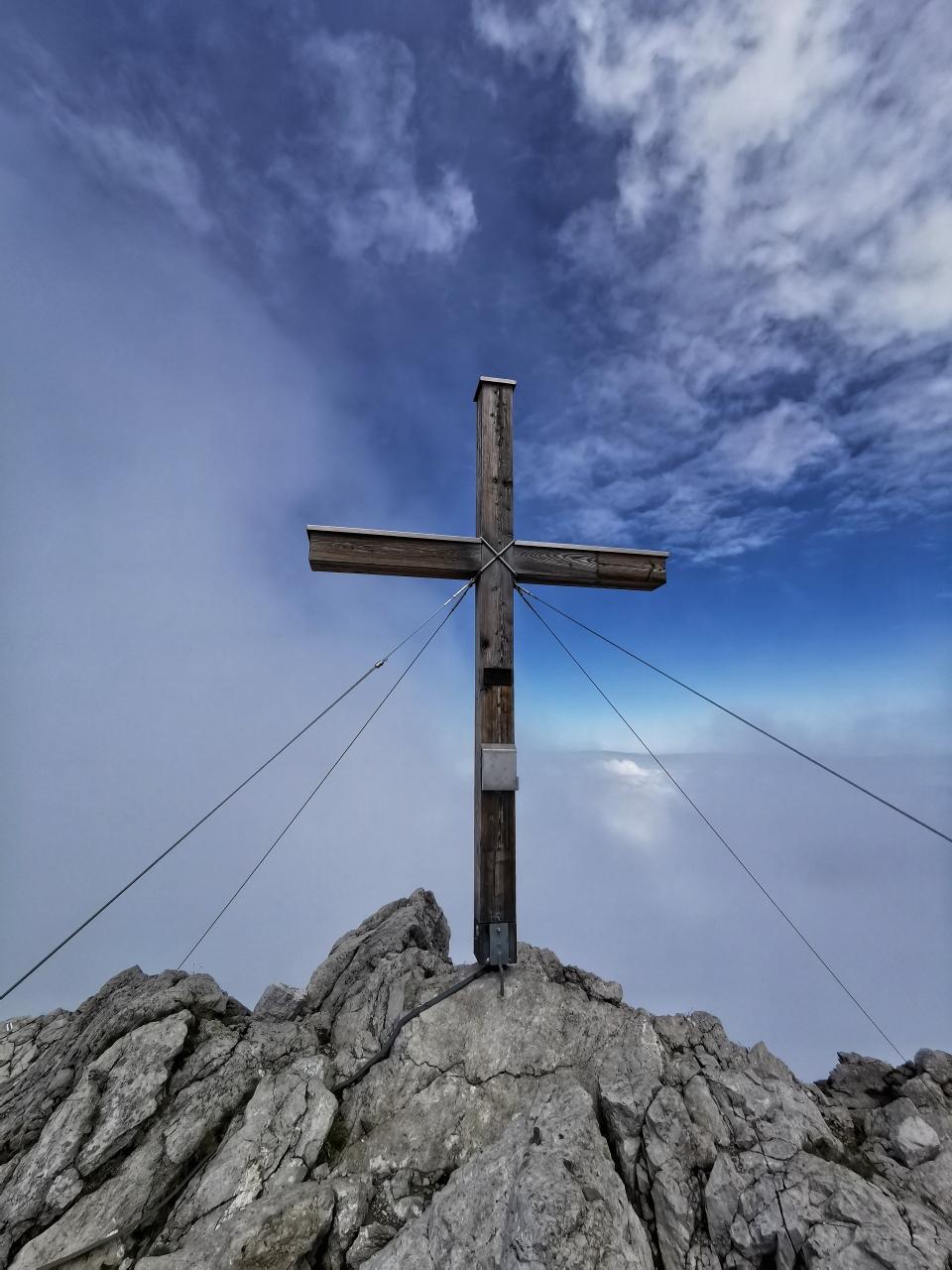 Das schöne Gipfelkreuz am Widderstein 2.533m