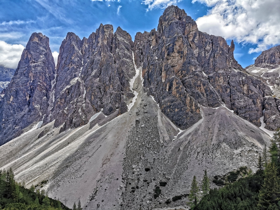 Die Oberbachernspitzen begleiten uns bis ins Tal