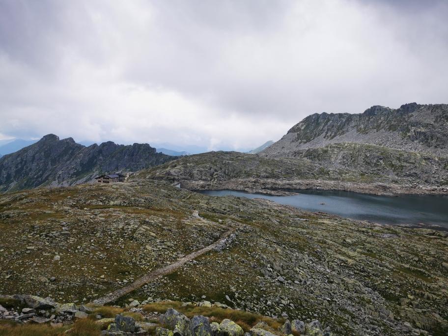 ... welches schön am Lago della Vacca liegt...
