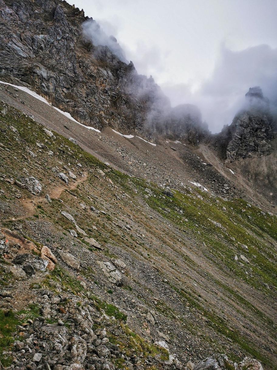 Der Weg zur Grünsteinscharte, der eigentliche Weg endet im Schutt und wurde weiträumig verlegt