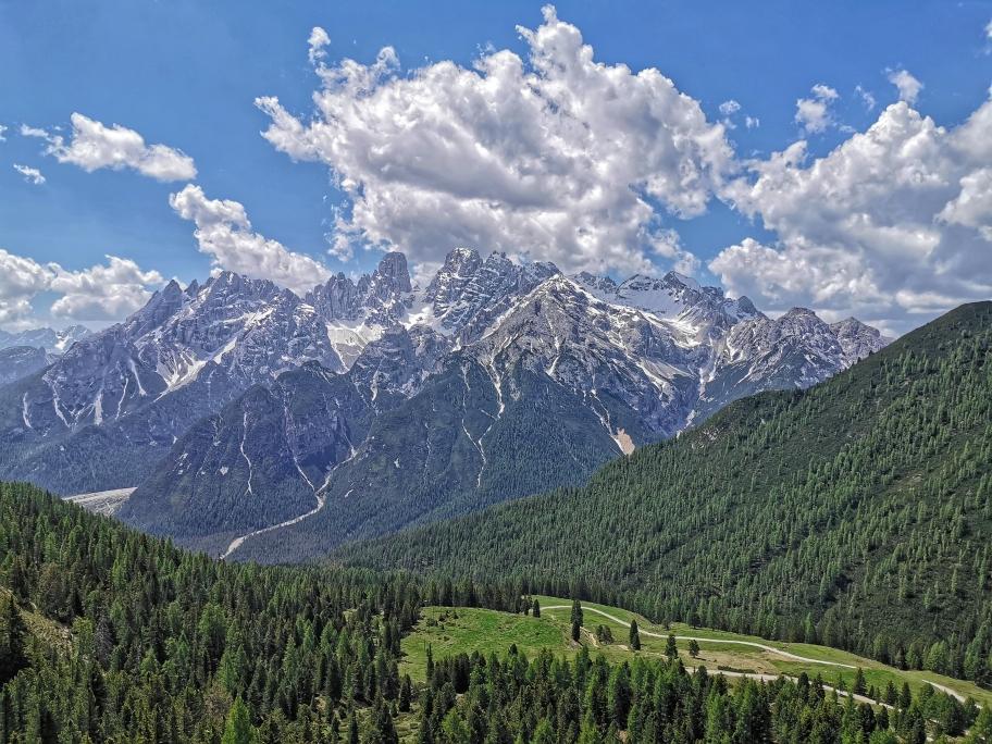 Der Monte Cristallo thront über der Plätzwiese