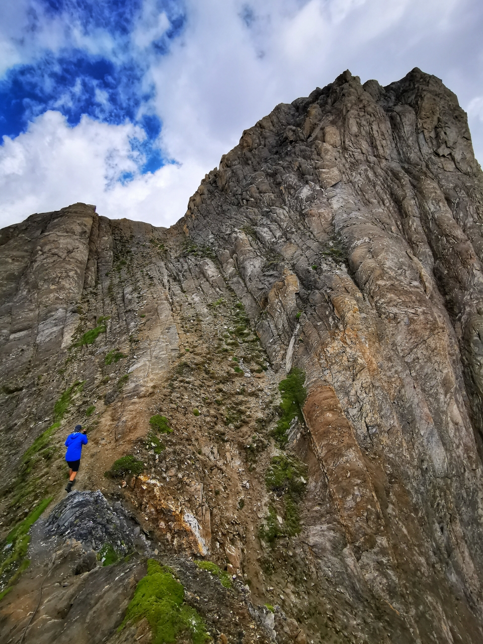 Steiler Gipfelaufschwung an der Roten Säule 2.820m