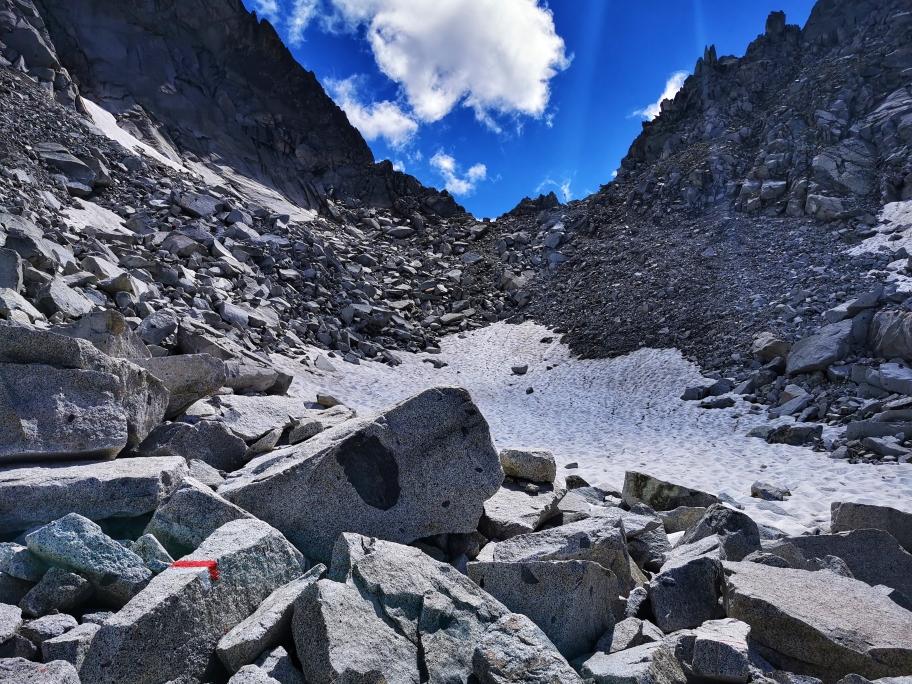 Schneereste unterhalb des Passo Poia