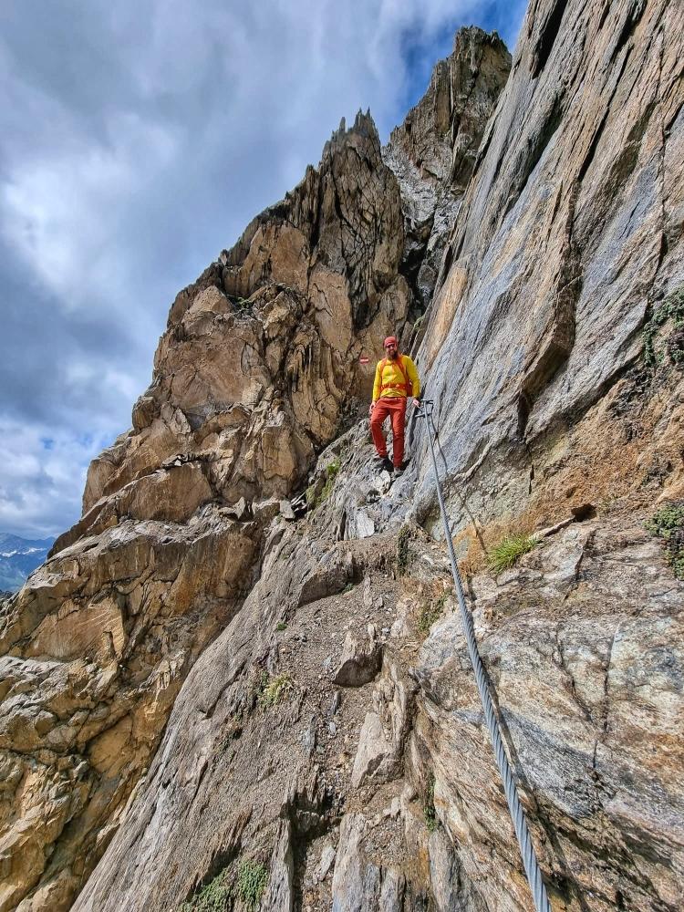 Abstieg zur Sajathütte über den gesicherten Steig