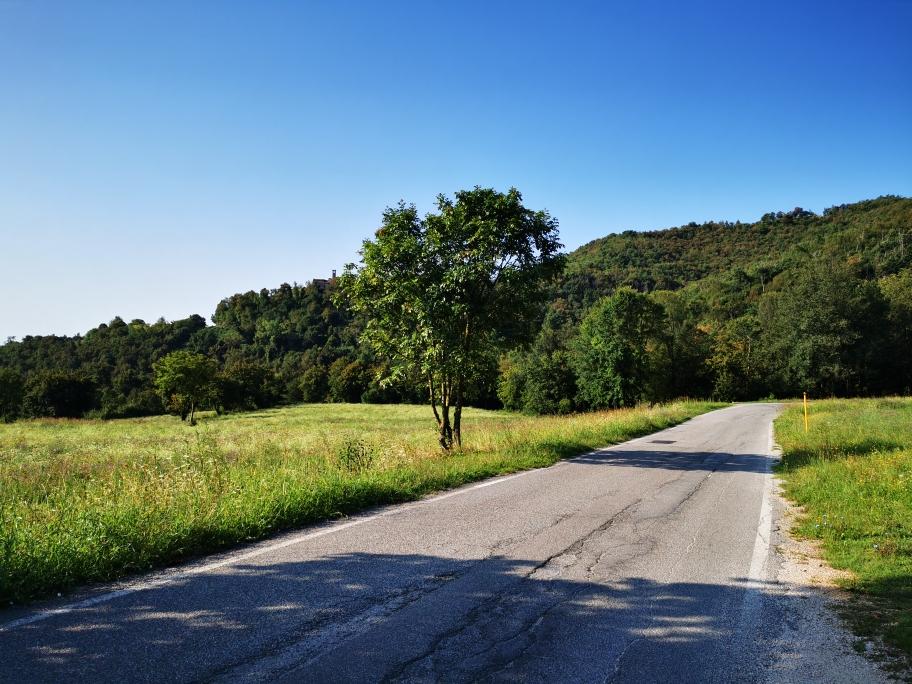 Über eine Straße geht's weiter Richtung Salo...