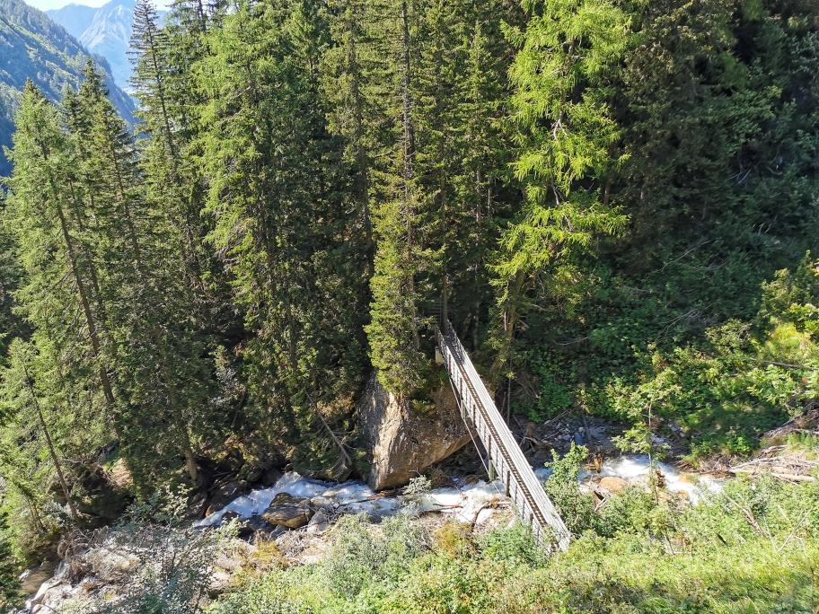 Wir erreichen wieder die kleine Brücke