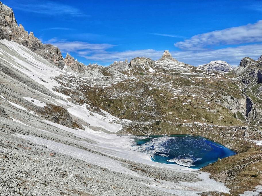 Kristallklare See  beim Übergang zur Dreizinnenhütte