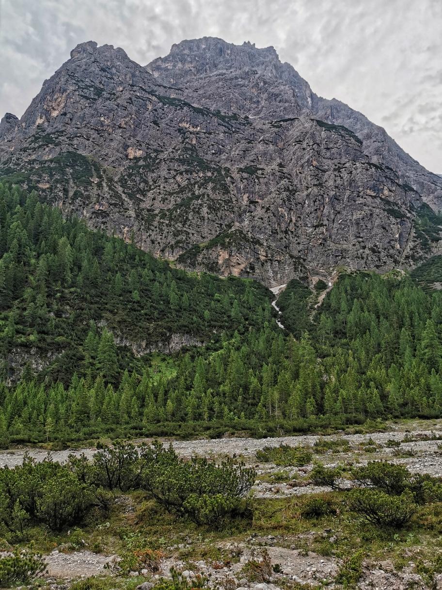 Die Dreischusterspitze dominiert die Szenerie