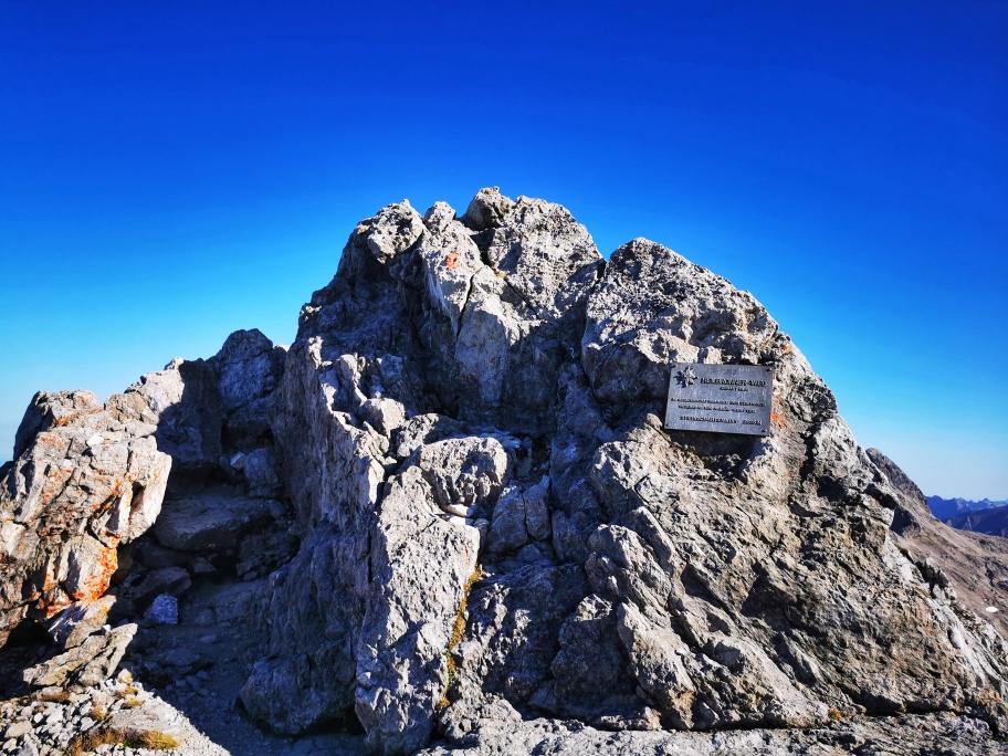 Der etwas unspektakuläre Gipfelbereich des Steinschartenkopf (2.615m)