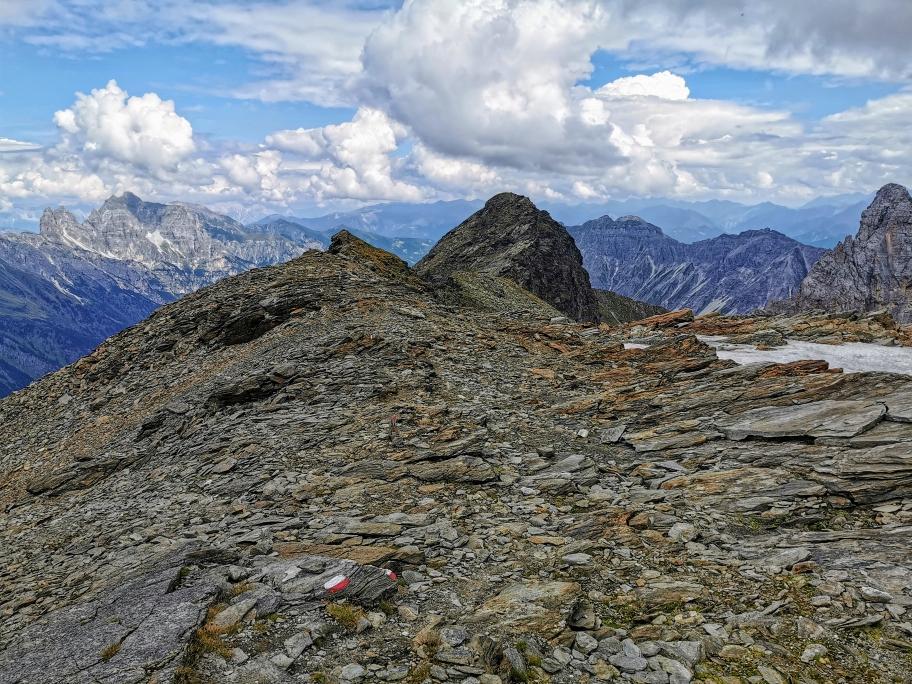 Über ein flaches Plateau geht's hinab zur Tribulaunhütte