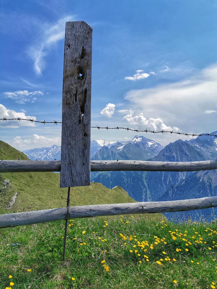 Am Gipfel der Riedspitze, ein Gipfelkreuz muss man hier selbst mitbringen