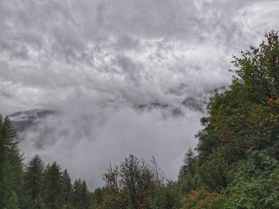 Die Wolkendecke reißt zwischendurch immer wieder mal kurz auf