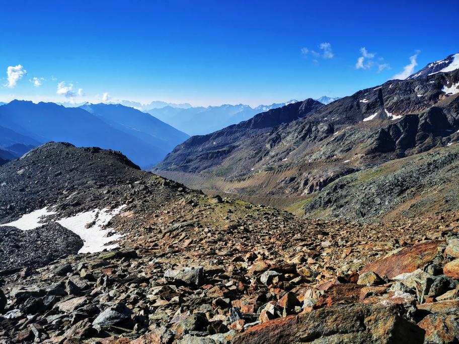 Zunächst geht es steil hinunter ins Val di Peio