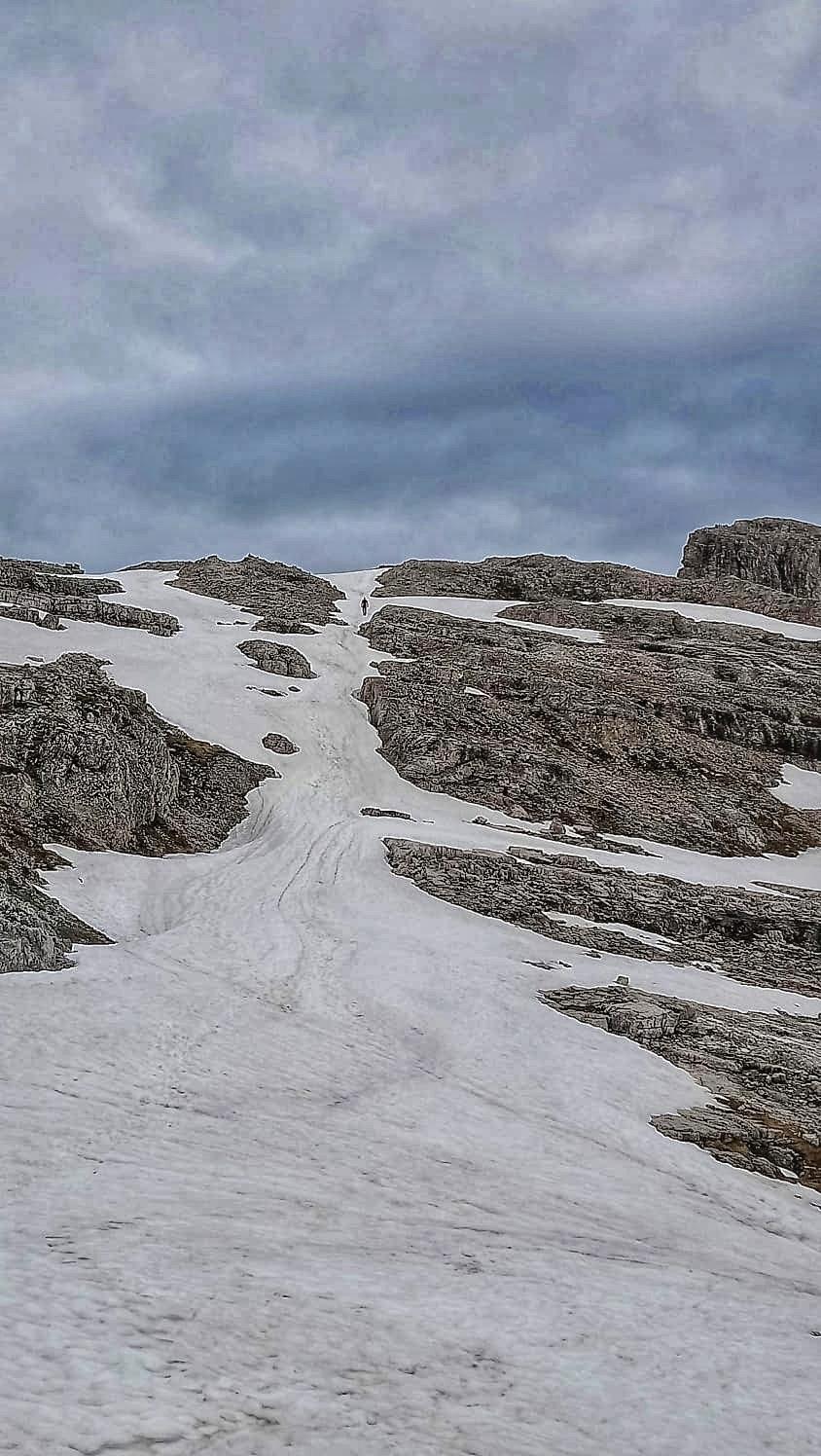 Auf dieser Schneerinne geht's Richtung Gipfel, bin ja schon fast oben 😄