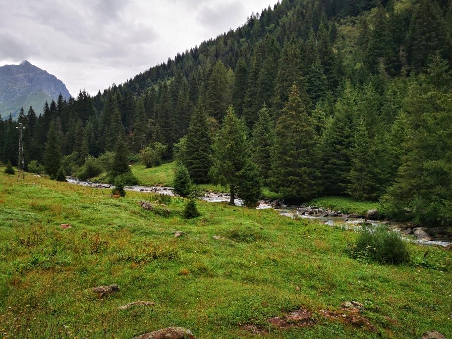 Immer entlang der Fiume Caffaro führt die Straße ins Tal