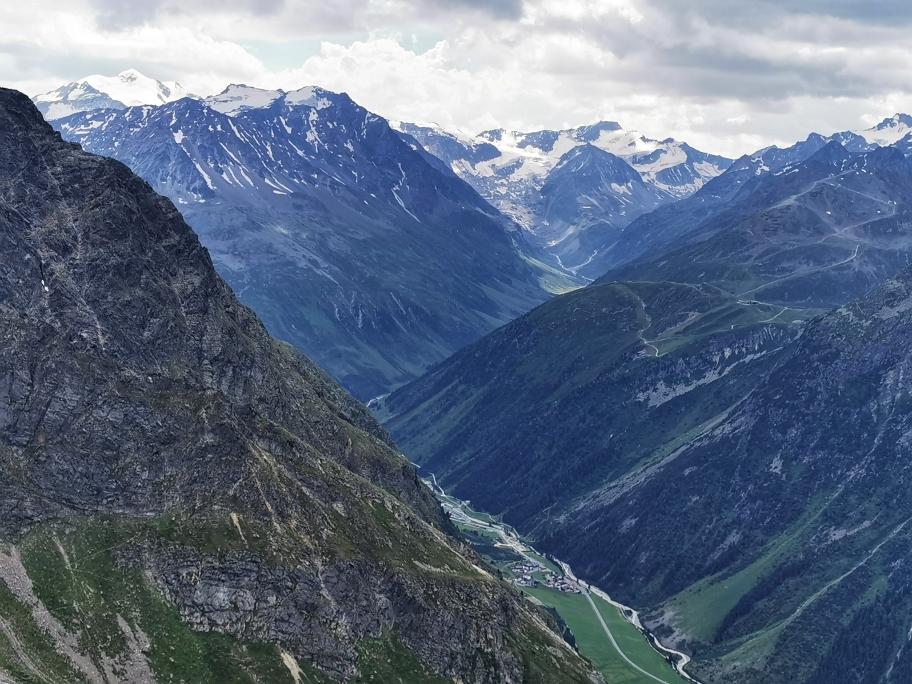 Traumhafter Talblick, links die Wildspitze