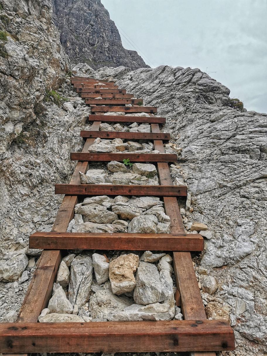 Kurz vor der Hütte geht's wie auf einer Treppe hinauf