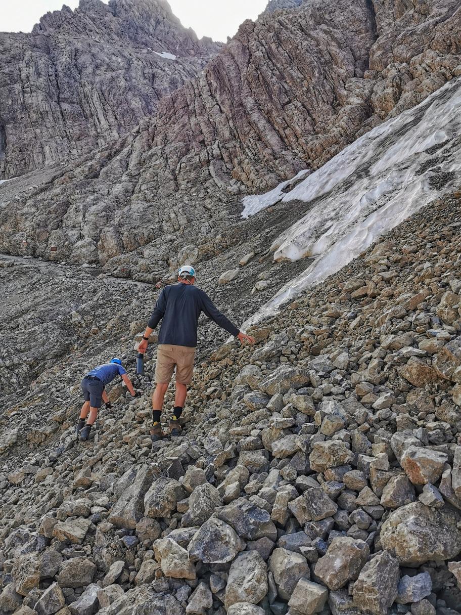 Abstieg zum Abzweig Heilbronner Weg, hier besteht erhöhte Steinschlaggefahr