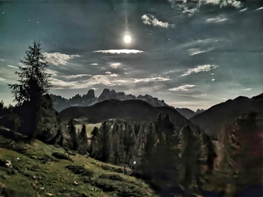 Mond, Sterne, Berge - eine unglaubliche Atmosphäre um 3.20 Uhr am Dürrenstein