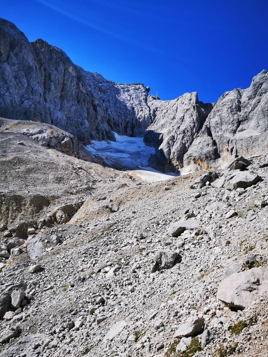 Blick auf den Gletscher, der Gipfel scheint zum Greifen nah
