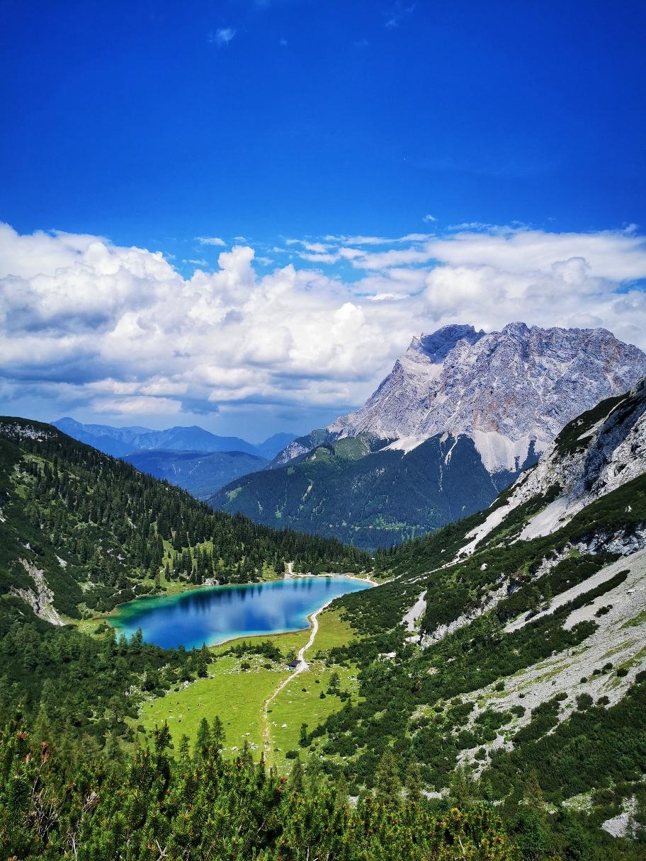 Schöner kann eine Etappe nicht enden, Blick auf Seebensee und Zugspitze